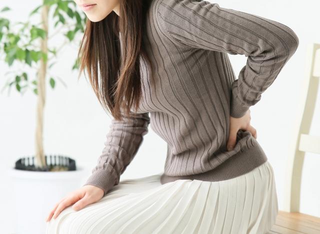 立つ時に腰痛